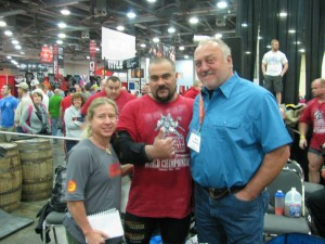 Marilia meeting Bill Kazmaier at 2012 Arnold Strength Classic